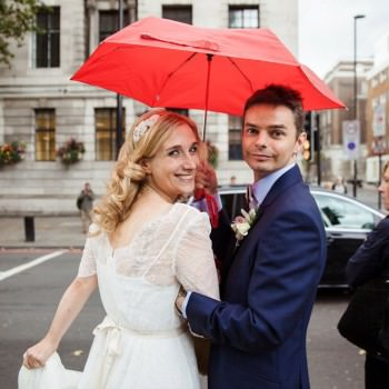 Bride and groom in the rain with red umbrella | London Wedding The Curries Photogrpahy | Always Andri Wedding Planning
