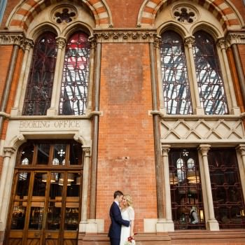 Bride and groom at St Pancras Station | London Wedding The Curries Photogrpahy | Always Andri Wedding Planning