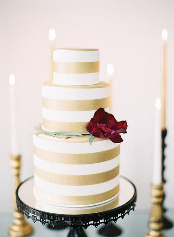 10 glamourous gold wedding cakes