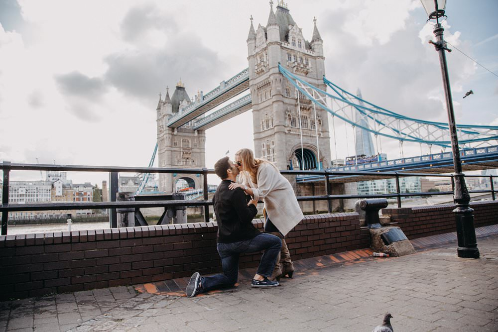 tower bridge wedding proposal Lexi Flemming Photography Ten Tips for the perfect proposal Always Andri Wedding Design