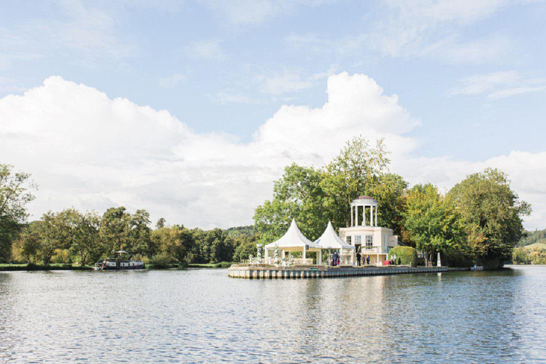 wedding venue in Henley Temple Island